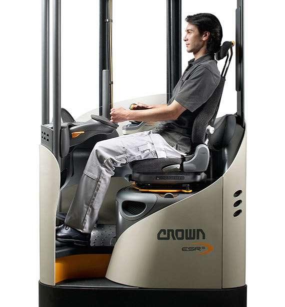 carretilla-retractil-esr-ergonomia-para-operador